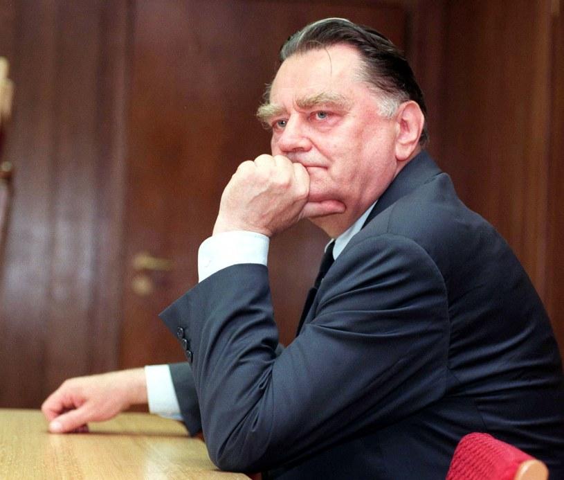 Jan Olszewski otrzymał specjalną emeryturę od premier Beaty Szydło /Tomasz Gzell /PAP