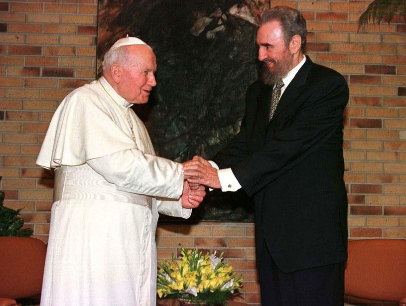 Jan Paweł II i Fidel Castro /AFP