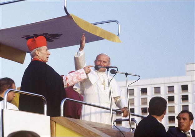 Jan Paweł II podczas pielgrzymki do Polski w 1979 roku /AFP