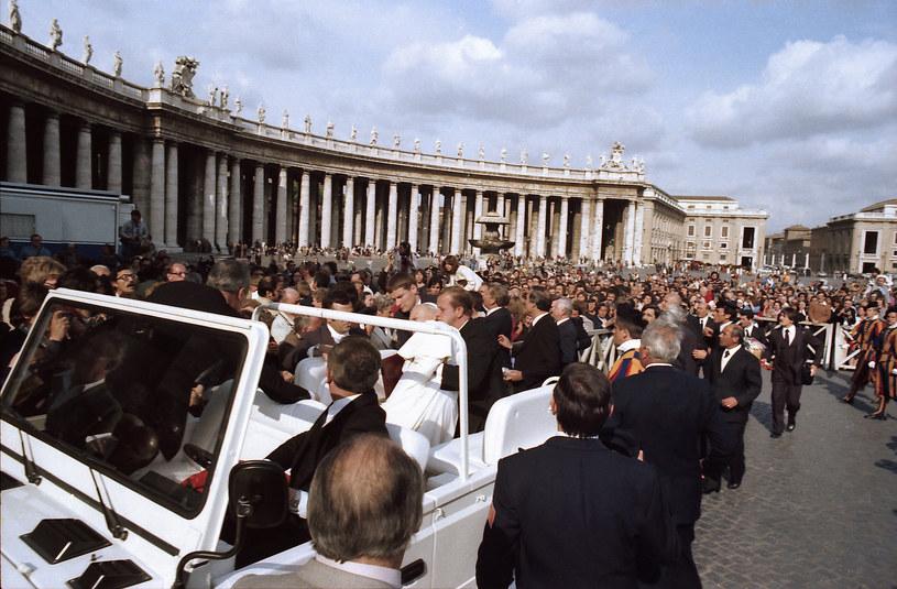 Jan Paweł II postrzelony na Placu Świętego Piotra /AFP