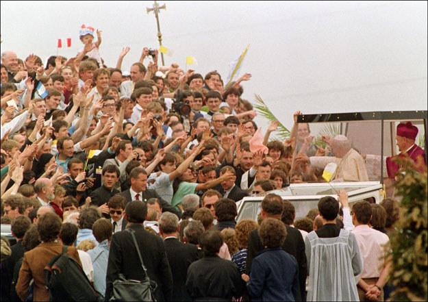 Jan Paweł II w Polsce w 1987 roku /AFP