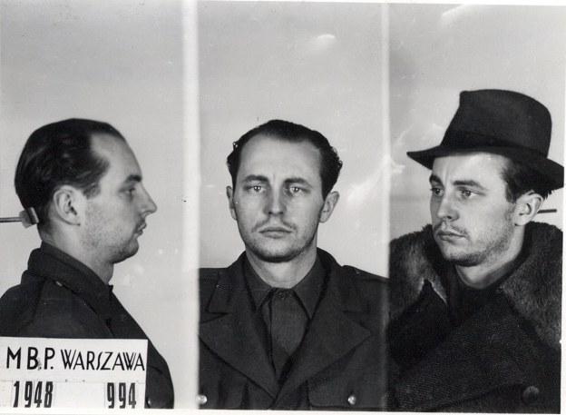 Jan Rodowicz po aresztowaniu przez MBP 24.12.1948 - ostatnie zdjęcie, domena publiczna /