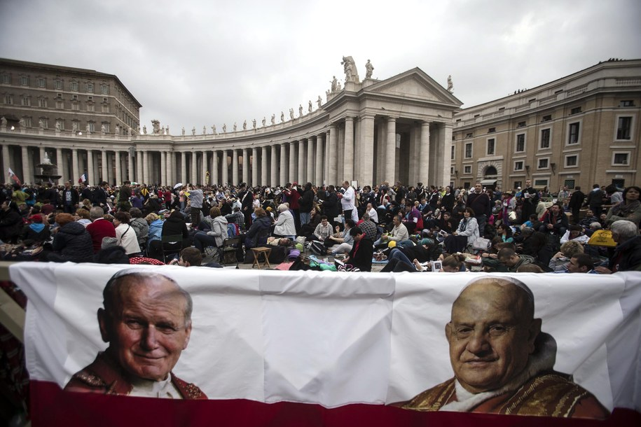 Jan XXIII i Jan Paweł II ogłoszeni świętymi /ANGELO CARCONI /PAP/EPA
