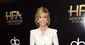 Jane Fonda zmienia się na czerwonym dywanie