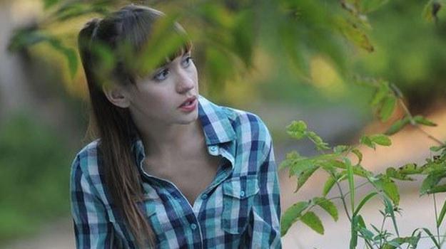 Janka jest zazdrosna o Marcina. Postanawia zadzwonić do byłego chłopaka Eryki i zdradzić mu, gdzie aktualnie przebywa jej siostra /MTL Maxfilm