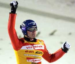 Janne Ahonen znów zdeklasował rywali /AFP