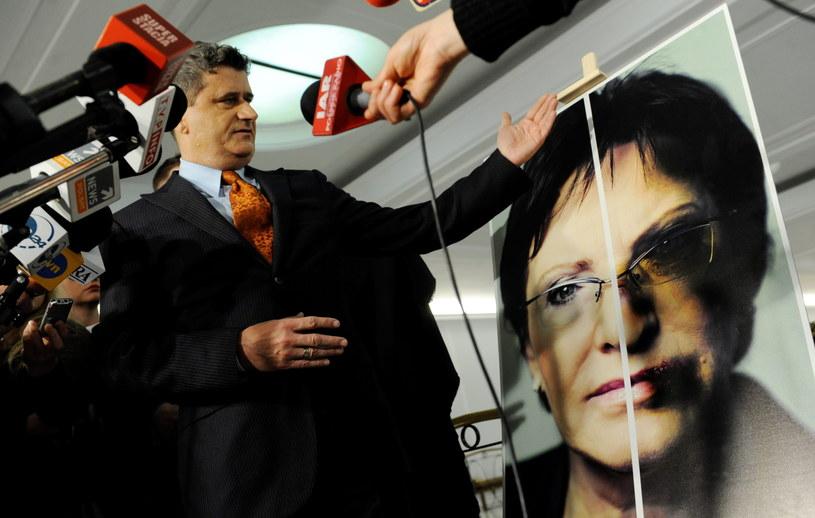 Janusz Palikot zaapelował o przyjęcie Konwencji Przeciwko Przemocy i zaprezentował nowe plakaty /Bartłomiej Zborowski /PAP