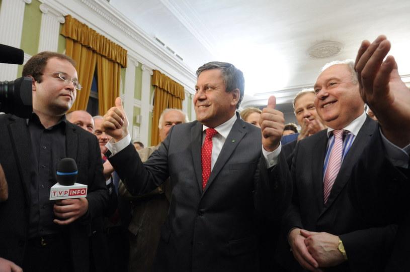 Janusz Piechociński (C) w sztabie wyborczym PSL /Grzegorz Jakubowski /PAP