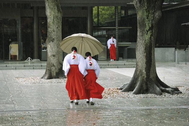 Japonia. Obowiązkowo zdejmujemy buty m.in. przed wejściem do świątyń, domów, a także do hołdujących tradycji restauracji. /©123RF/PICSEL