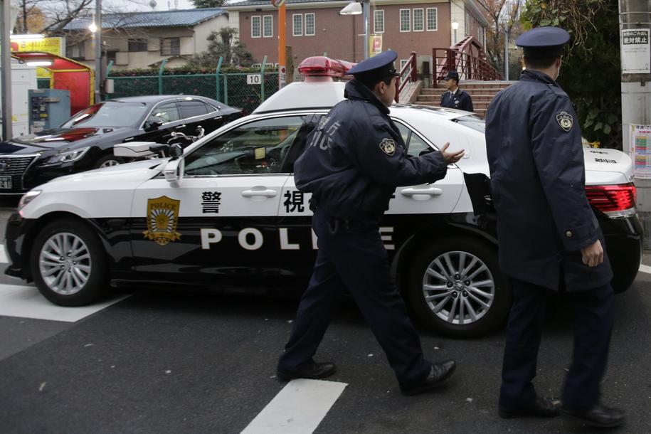 Japońscy policjanci. Zdjęcie ilustracyjne /KIMIMASA MAYAMA /PAP/EPA