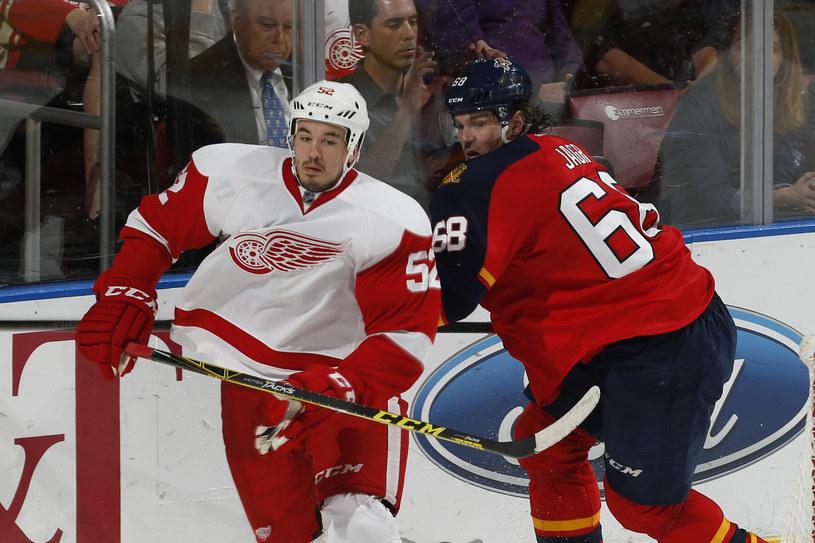 Jaromir Jagr (z prawej) w meczu z Detroit Red Wings /AFP