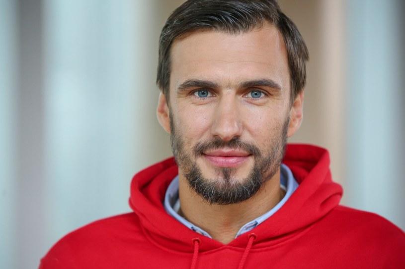 Jarosław Bieniuk w wywiadach podkreśla, że rola ojca jest teraz dla niego najważniejsza /East News