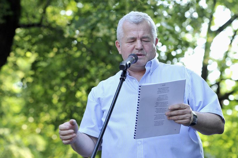 Jarosław Gugała podczas meczu poetyckiego na utwory Juliana Tuwima (2013) /AKPA