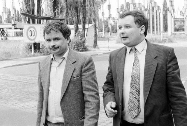Jarosław i Lech Kaczyńscy w 1990 roku /Tomasz Wierzejski /Fotonova