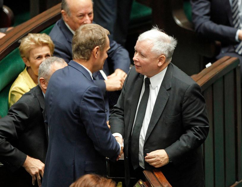Jarosław Kaczyński gratuluje Donaldowi Tuskowi wyboru na szefa Rady Europejskiej /Jerzy Dudek /Agencja FORUM