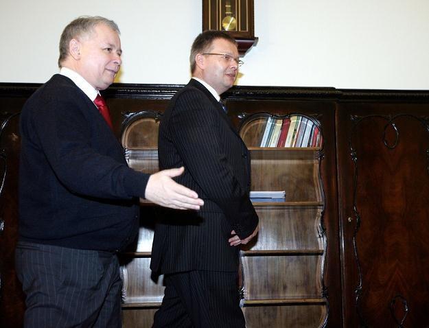 Jarosław Kaczyński i Janusz Kaczmarek w 2007 roku / fot.  K. Piechocki /Reporter