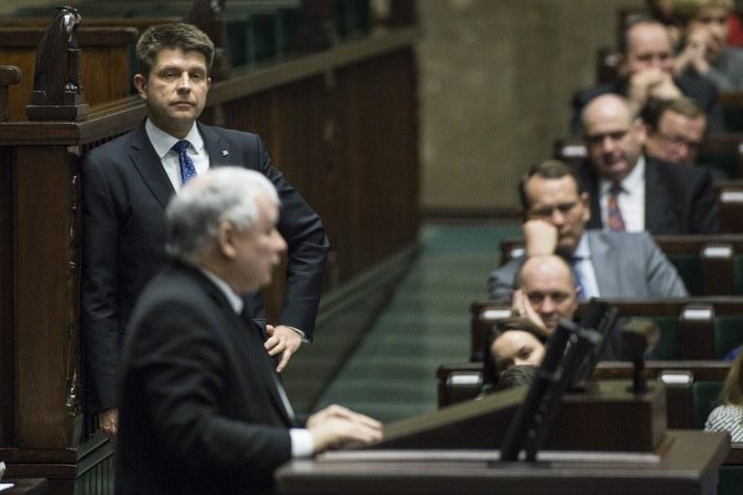 Jarosław Kaczyński i Ryszard Petru na sali sejmowej /Maciej Luczniewski /Reporter