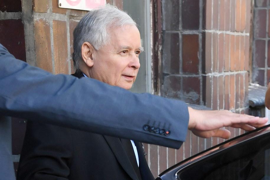 Jarosław Kaczyński opuszcza Wojskowy Instytut Medyczny / Radek Pietruszka   /PAP