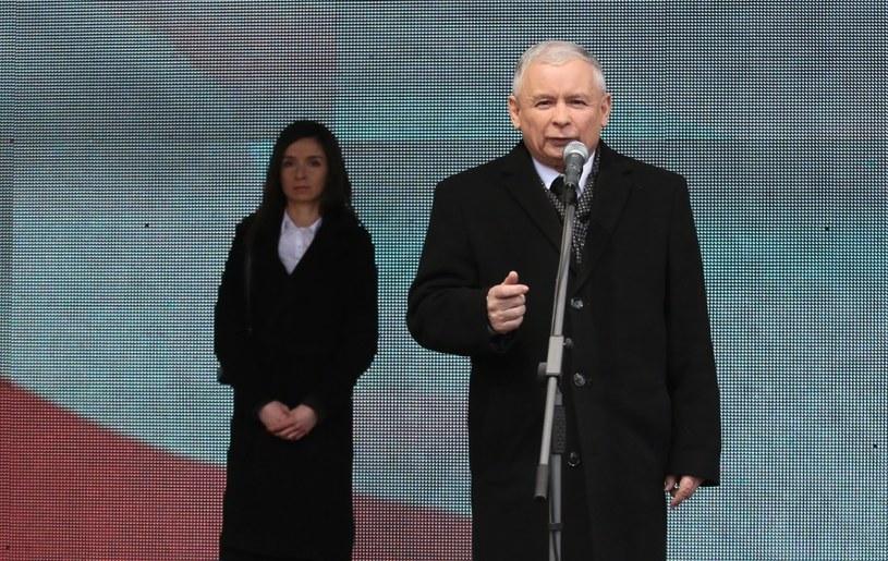 Jarosław Kaczyński podczas wystąpienia na Krakowskim Przedmieściu /Leszek Szymański /PAP