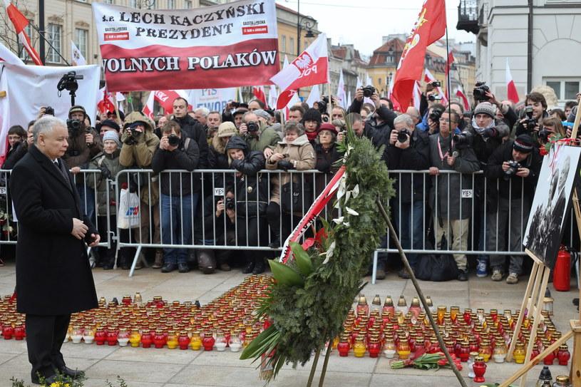 Jarosław Kaczyński przed Pałacem Prezydenckim /Rafał Guz /PAP