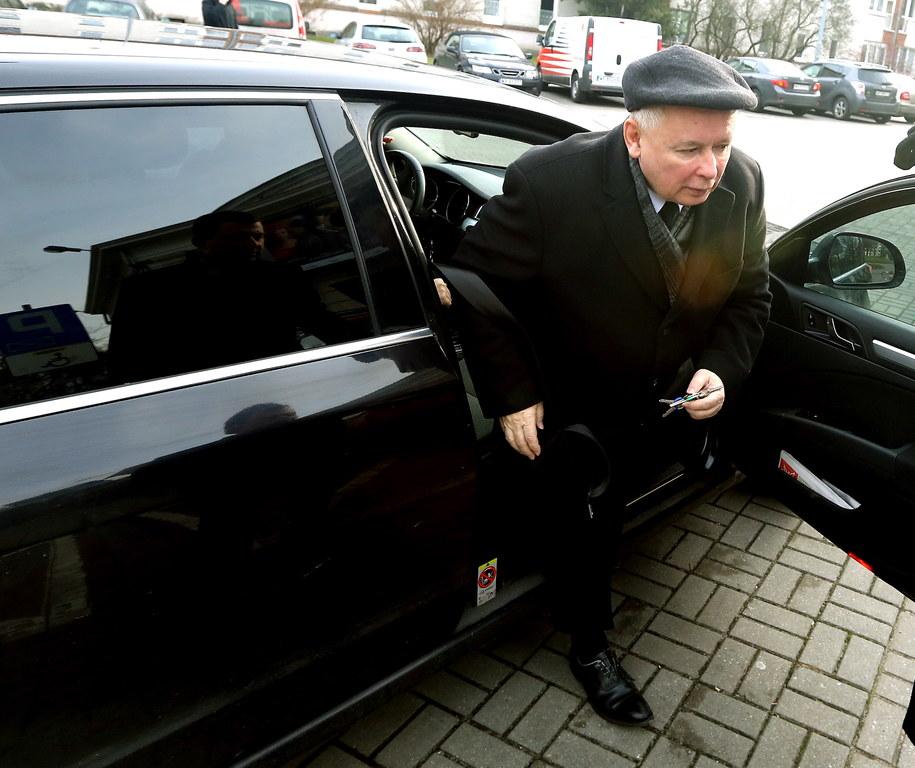 Jarosław Kaczyński w drodze na konferencję Prawa i Sprawiedliwości /Tomasz Gzell /PAP