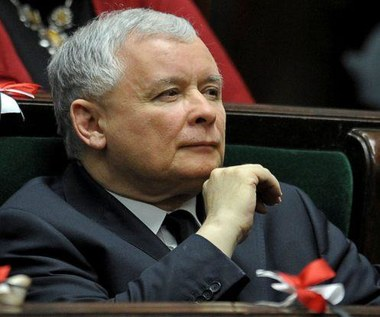 Jarosław Kaczyński widziany z iPadem