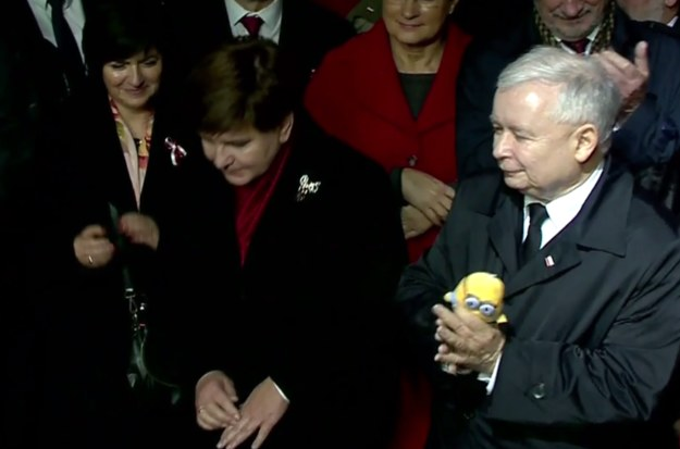 Jarosław Kaczyński z nowym przyjacielem /TVN24 /