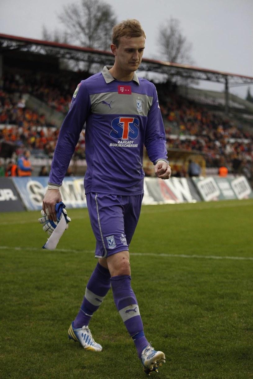 Jasmin Burić schodzi z kontuzją podczas meczu z Jagiellonią. /Artur Reszko /PAP