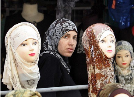 Jasna cera jest marzeniem wielu kobiet w świecie arabskim. /AFP