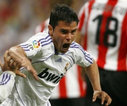 Javier Saviola nie może się doczekać piłkarskiego święta w Knurowie. /AFP