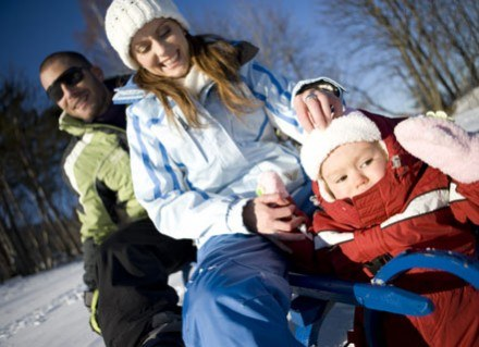Jazda na sankach czy zabawa na lodzie może skończyć się stłuczeniem albo skręceniem stawu