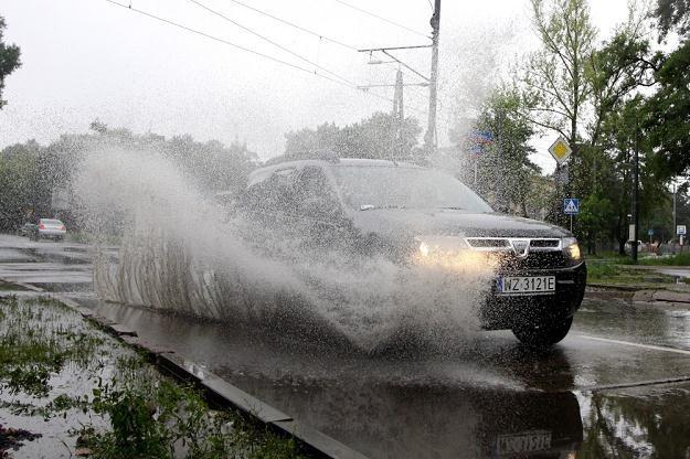 Jazda po deszczu to większe ryzyko poślizgu / Fot: Wojciech Traczyk /East News