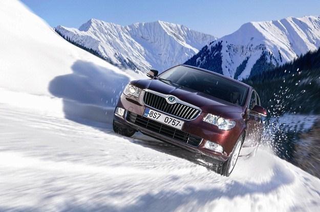 Jazda zimą w górach wymaga sporych umiejętności /
