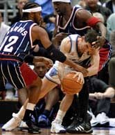 Jazz - Rockets 109:105. Osaczony John Stockton.