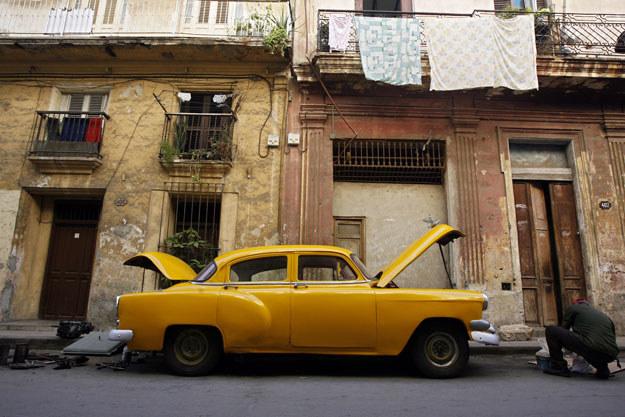 """""""Jeden podpis na dokumencie nie zmieni ustroju Kuby i faktu, że jest to kraj zacofany gospodarczo"""" /AFP"""