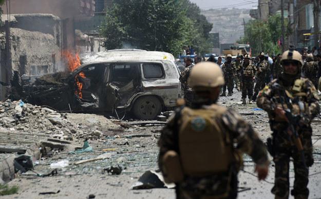 Jeden z ataków bombowych w Afganistanie fot. Shah Marai /AFP