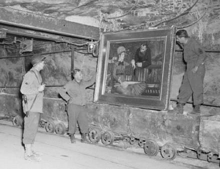Jeden z cennych obrazów odkrytych przez Amerykanów w sztolniach kopalni na terenie Niemiec /Archiwum