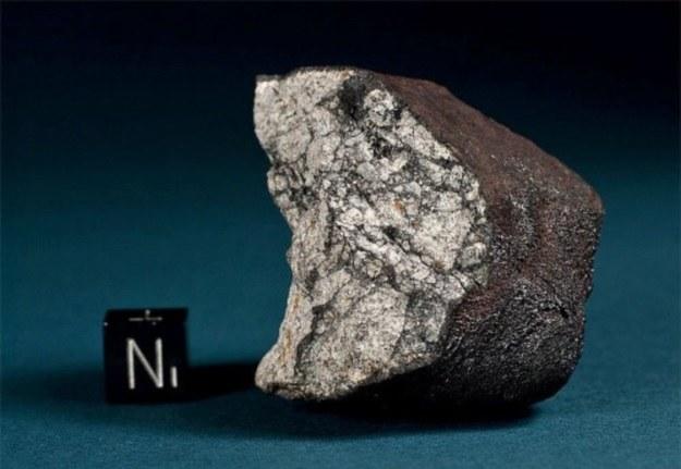Jeden z fragmentów meteorytu czelabińskiego /materiały prasowe