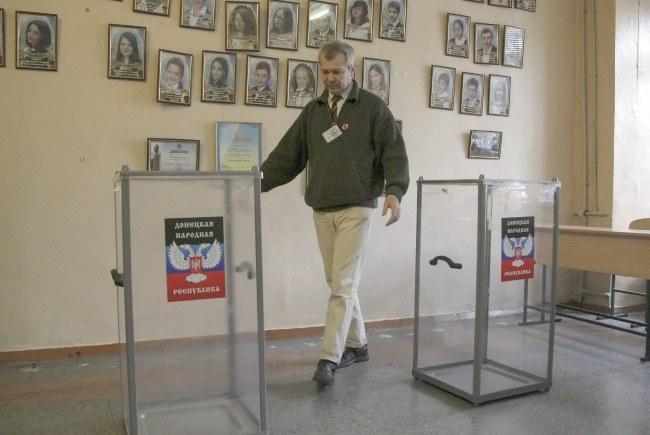 Jeden z lokali wyborczych /PAP/EPA/ALEXANDER ERMOCHENKO /PAP/EPA