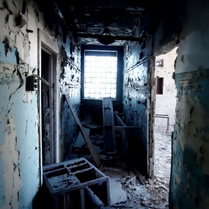 Jeden z opuszczonych budynków w Kantubku /YouTube