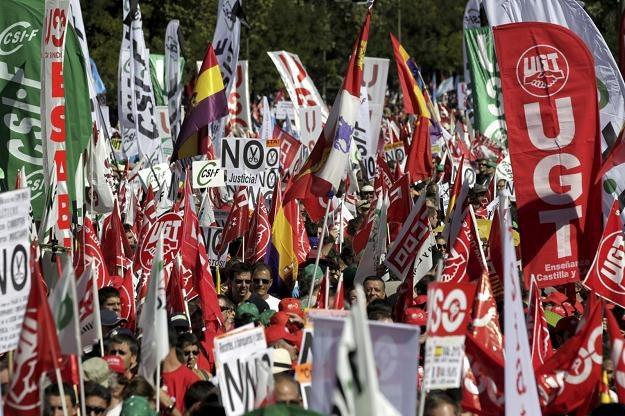 Jeden z protestów w Hiszpanii przeciw oszczędnościom /PAP/EPA