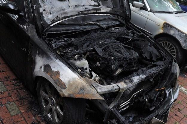 Jeden z samochodów spalonych w Berlinie /poboczem.pl