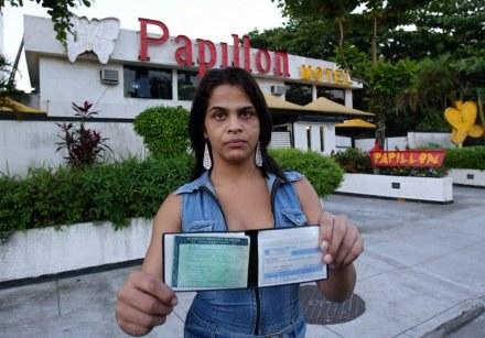 Jeden z trójki tranwestytów, którzy oskarżyli piłkarza /AFP