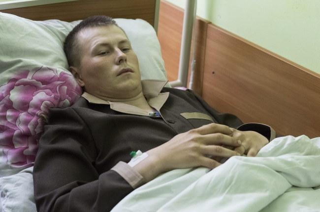 Jeden z zatrzymanych rosyjskich żołnierzy Aleksander Aleksandrow /ROMAN PILIPEY /PAP/EPA