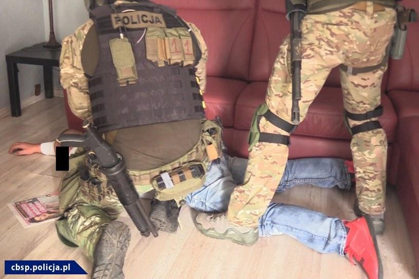 Jeden z zatrzymanych /CBŚP/www.policja.pl /