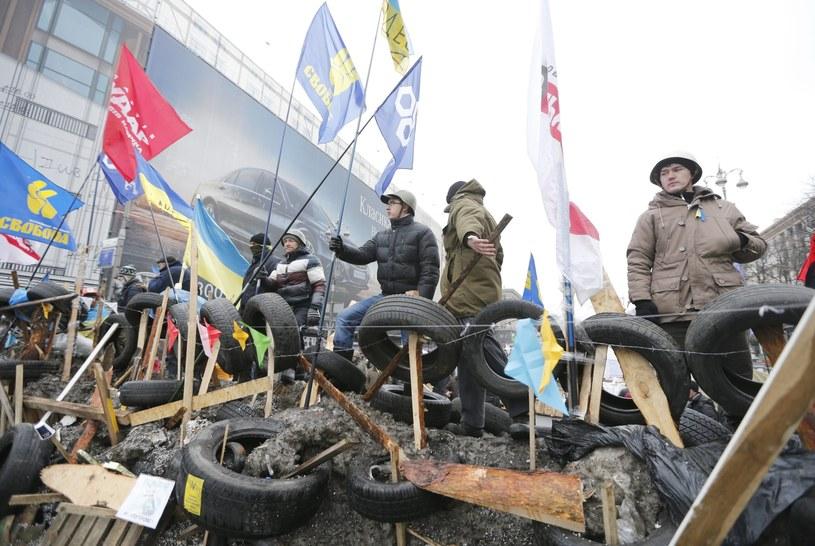 Jedna z barykad na Majdanie /PAP/EPA