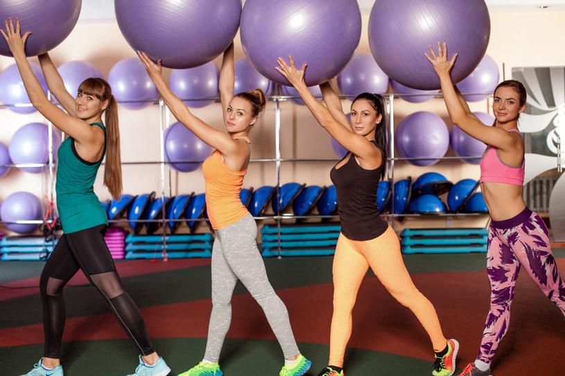 Jedną z częstych dolegliwości, na którą skarżą się kobiety wykonujące intensywne ćwiczenia fizyczne, jest wysiłkowe nietrzymanie moczu /©123RF/PICSEL