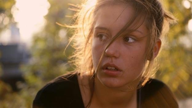 """Jedną z głównych ról zagrała w """"Życiu Adeli"""" 19-letnia Adele Exarchopoulos. /materiały dystrybutora"""