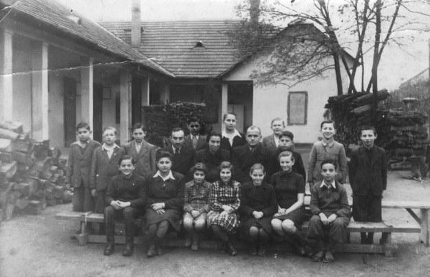 Jedna z grup dzieci żydowskich słynnego sierocińca w Vacu* /