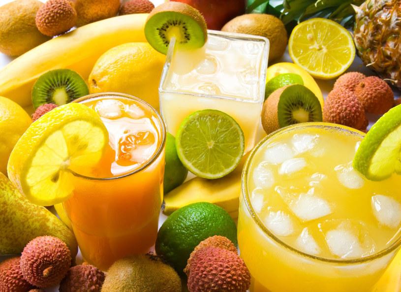 Jedną z korzyści spożywania wyciskanych soków jest dawka warzyw i owoców /123RF/PICSEL